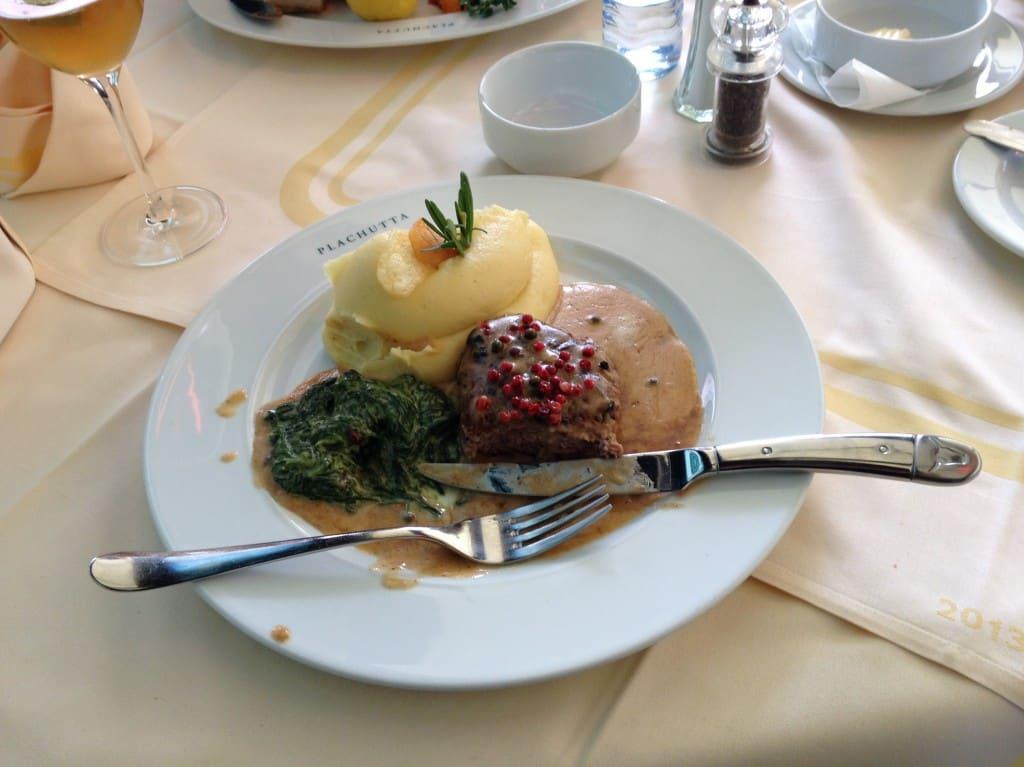 Pfeffersteak s bramborovou kaší a špenátem
