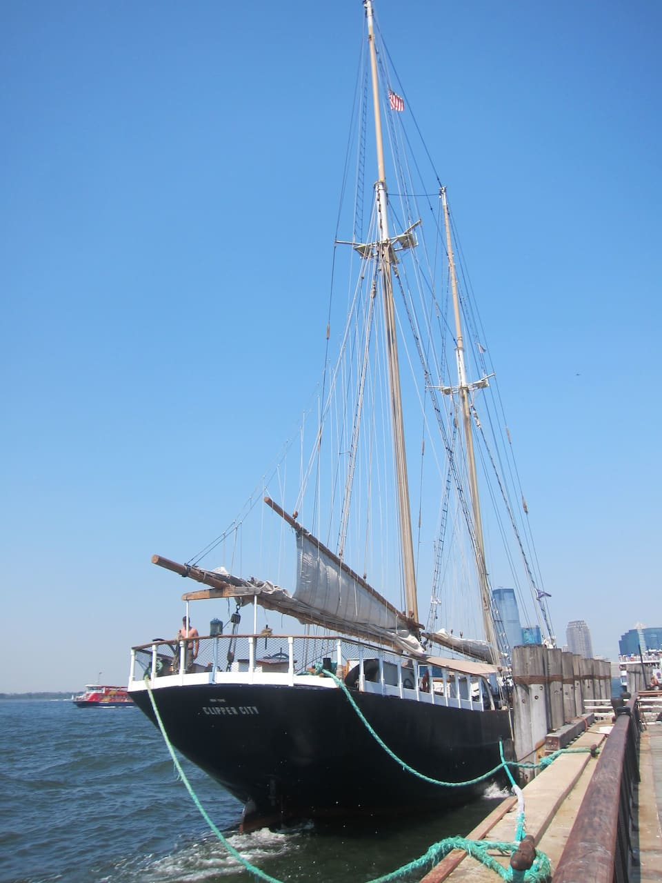 11 Manhattan by Sail